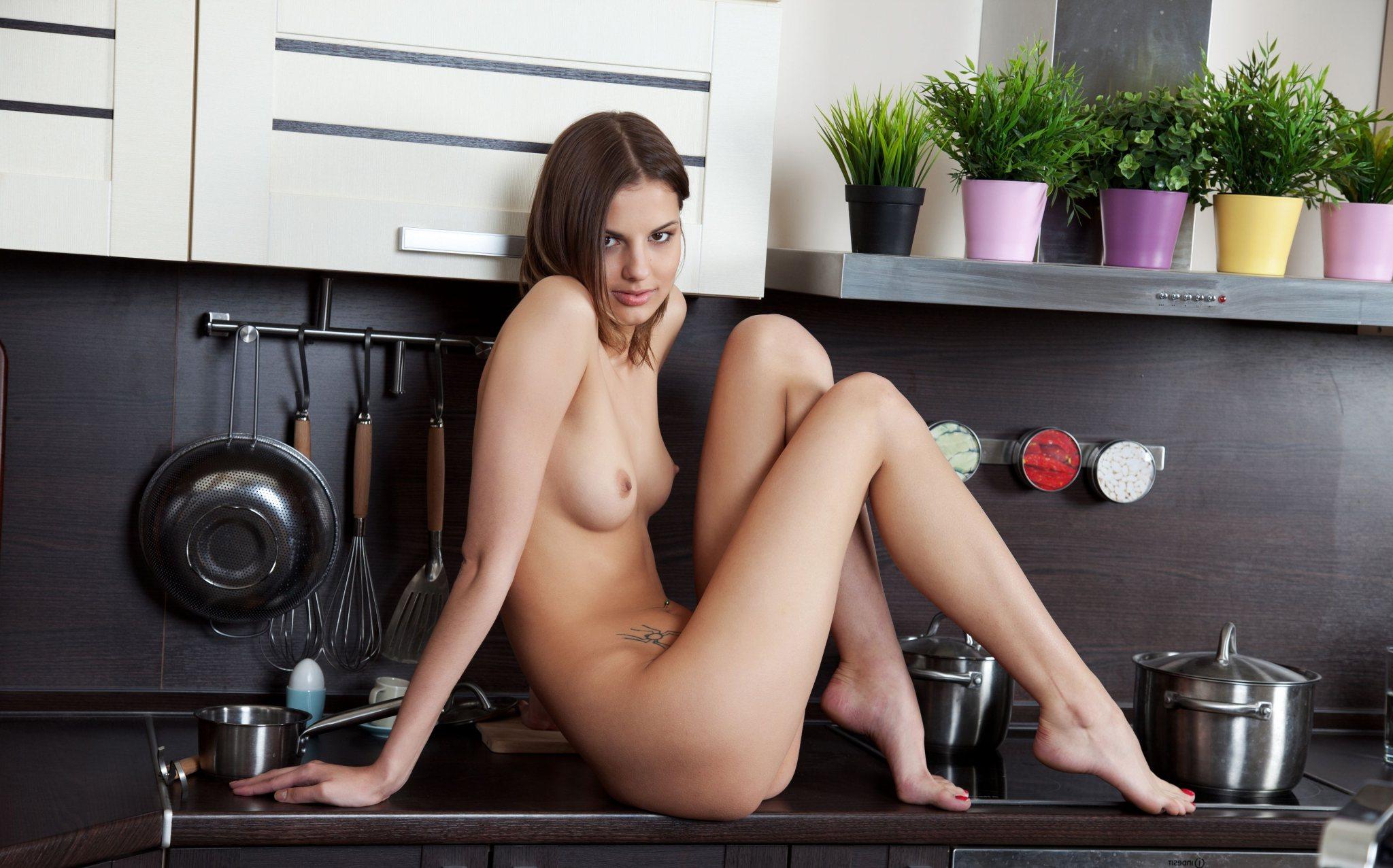 Фото тёлак голых в кухне